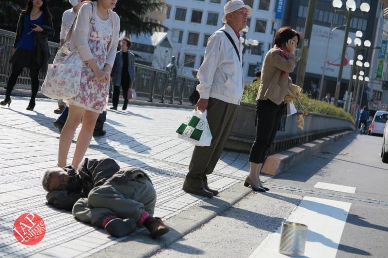 Truth of Japanese dirty reality under beautiful Sakura cherry blossom (4)