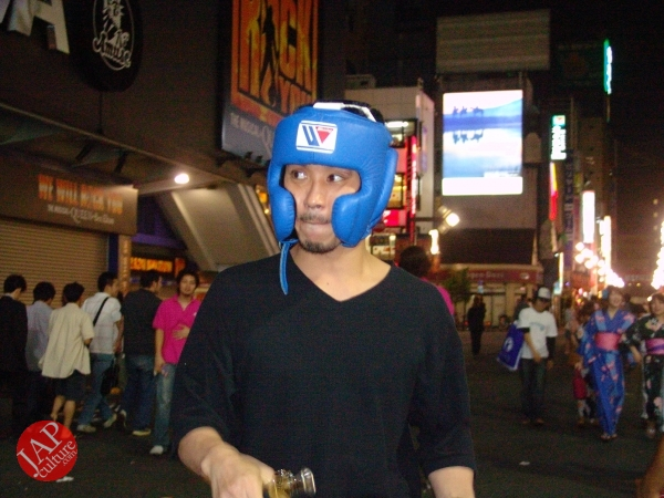 Exciting real street fight show at dangerous town, Kabukicho (47)