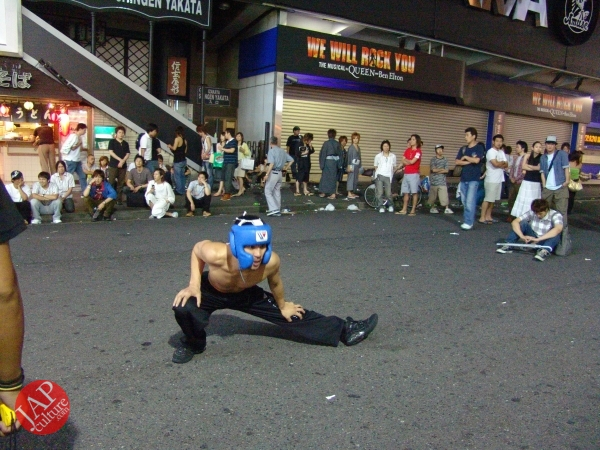 Exciting real street fight show at dangerous town, Kabukicho (44)