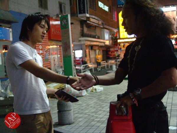 Exciting real street fight show at dangerous town, Kabukicho (45)