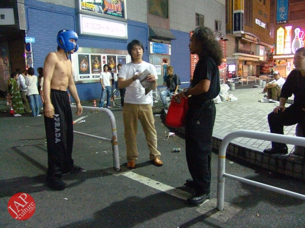 Exciting real street fight show at dangerous town, Kabukicho (43)