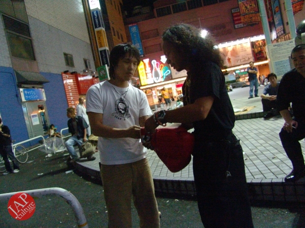 Exciting real street fight show at dangerous town, Kabukicho (42)