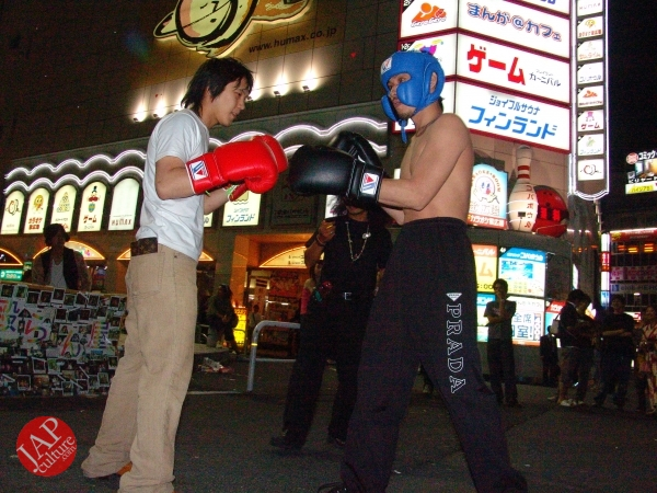 Exciting real street fight show at dangerous town, Kabukicho (41)