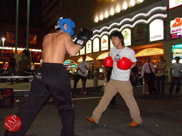 Exciting real street fight show at dangerous town, Kabukicho (40)
