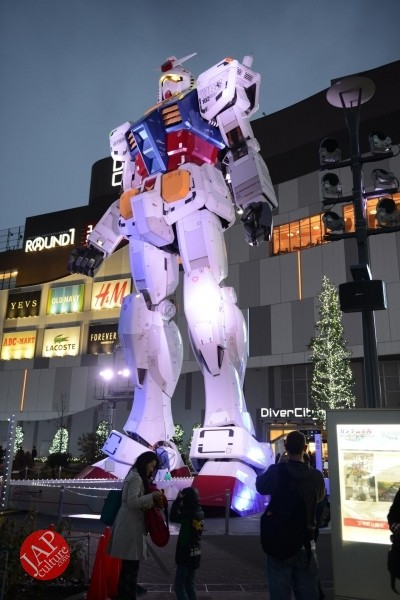 Gundam attraction is Chinese Humiliation & incomprehension for Russian weaoon dealer (9)