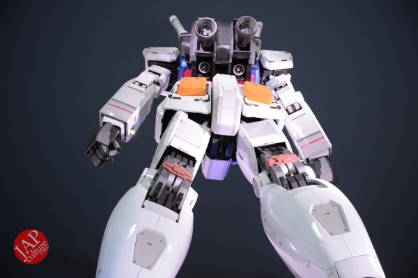 Gundam attraction is Chinese Humiliation & incomprehension for Russian weaoon dealer (2)