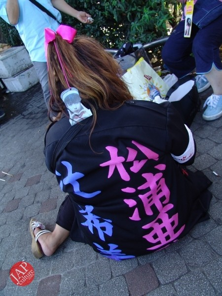 Otaku wearing Tokkoufuku scare people with mental disordering fearfulness. (14)