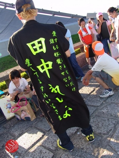 Otaku wearing Tokkoufuku scare people with mental disordering fearfulness. (27)