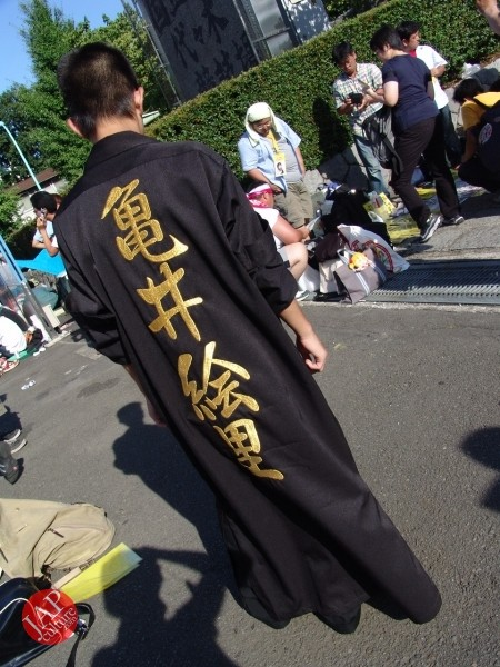 Otaku wearing Tokkoufuku scare people with mental disordering fearfulness. (4)