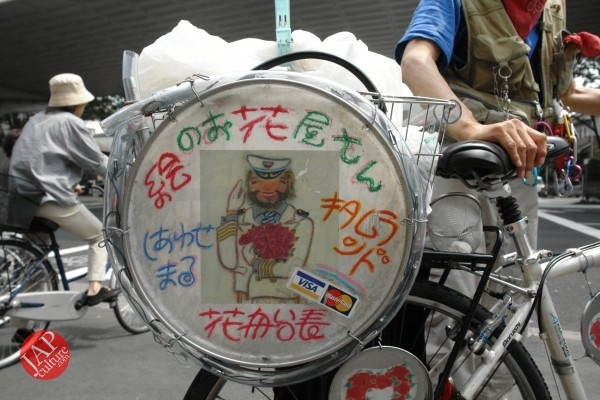 Cheerful cycling man with gay smile, his name is Captain flower (4)