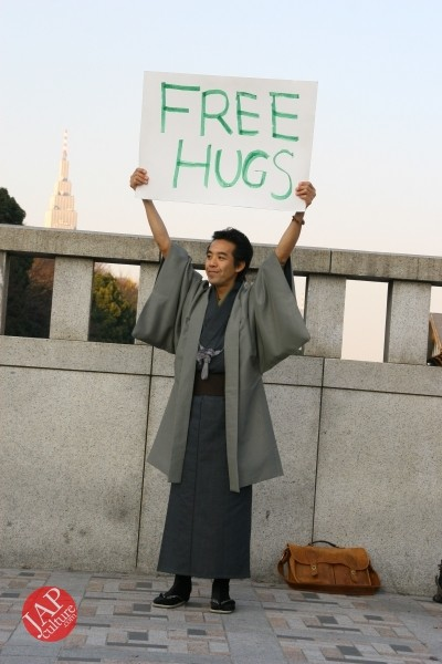 Free hugs struggle in Japan vol.1 Can we do it really smoothly and naturally? (2)
