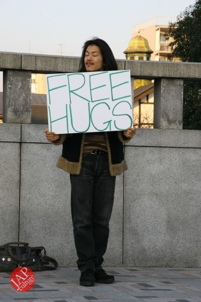 Free hugs struggle in Japan vol.1 Can we do it really smoothly and naturally? (6)