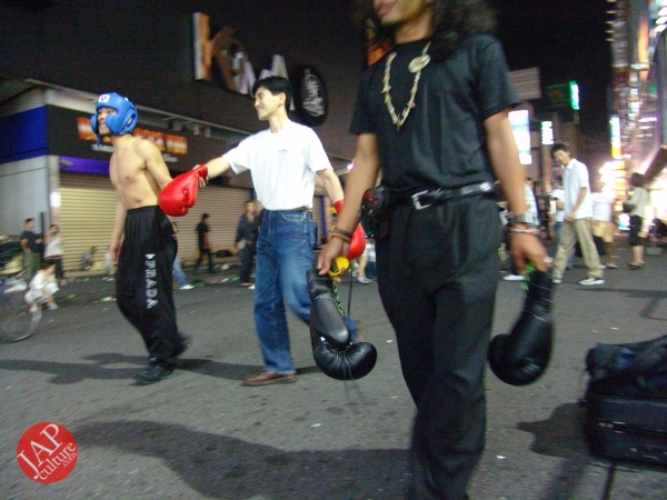 Exciting real street fight show at dangerous town, Kabukicho (34)