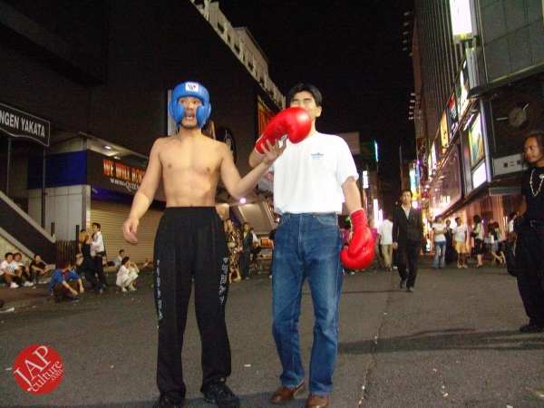 Exciting real street fight show at dangerous town, Kabukicho (33)
