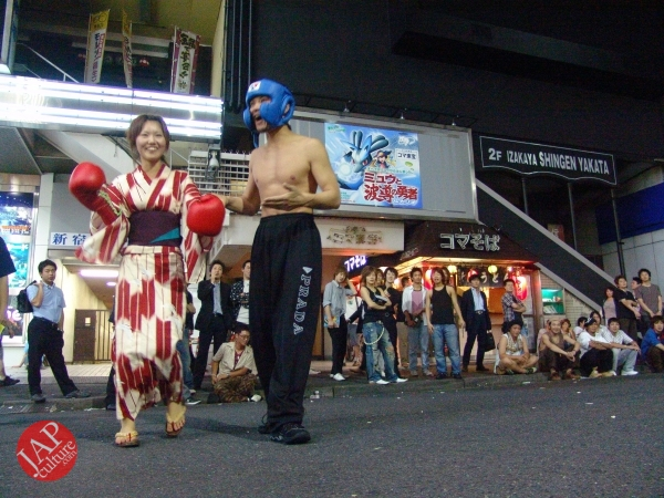 Exciting real street fight show at dangerous town, Kabukicho (21)