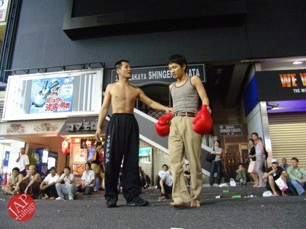 Exciting real street fight show at dangerous town, Kabukicho (11)