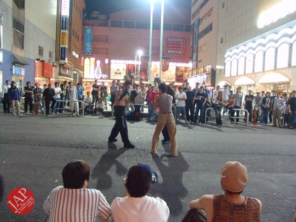 Exciting real street fight show at dangerous town, Kabukicho (10)