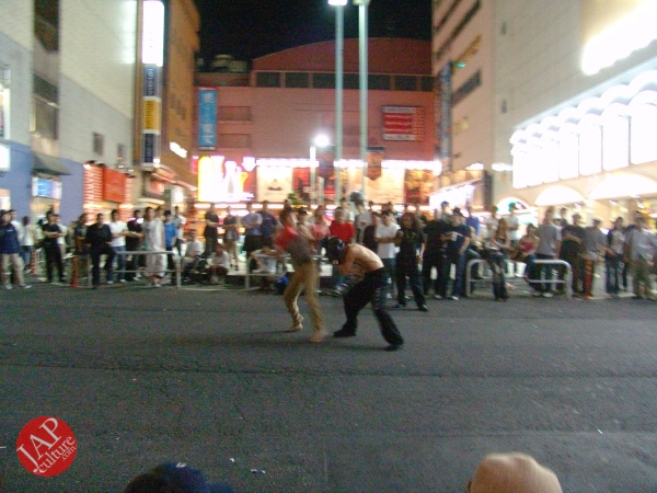 Exciting real street fight show at dangerous town, Kabukicho (9)