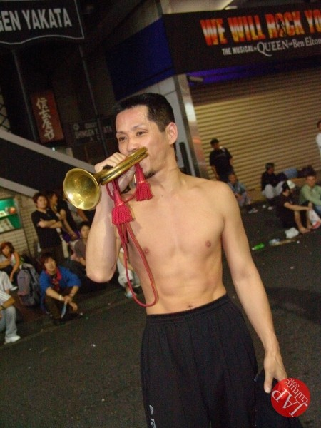 Exciting real street fight show at dangerous town, Kabukicho (6)