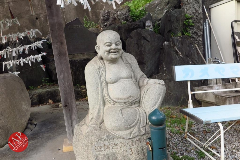 Nose-picking Buddha accept your prayer request with drunken Buddh0015