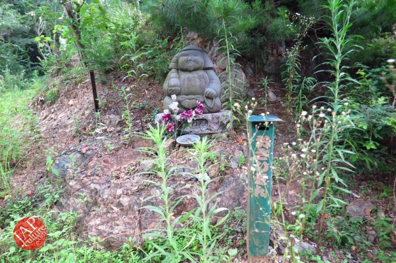 Nose-picking Buddha accept your prayer request with drunken Buddh0030