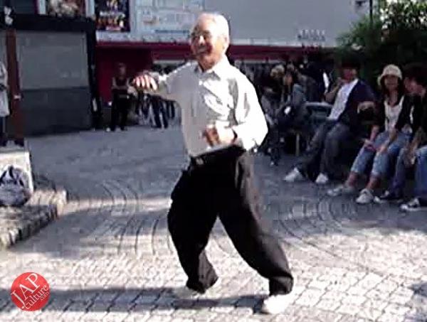 Street Rock 'n' Roll old man dancer, jump, twist Headbanging & scream (3)