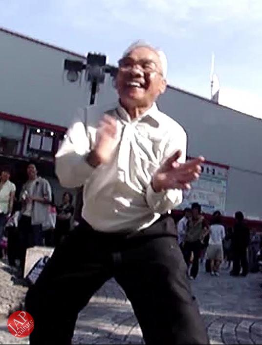 Street Rock 'n' Roll old man dancer, jump, twist Headbanging & scream (2)