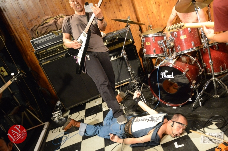 Photo of [True punk] Handicapped band, Noseimahi-go breaks barrier with flying wheel chair