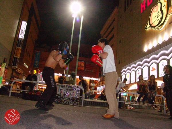 Exciting real street fight show at dangerous town, Kabukicho (37)