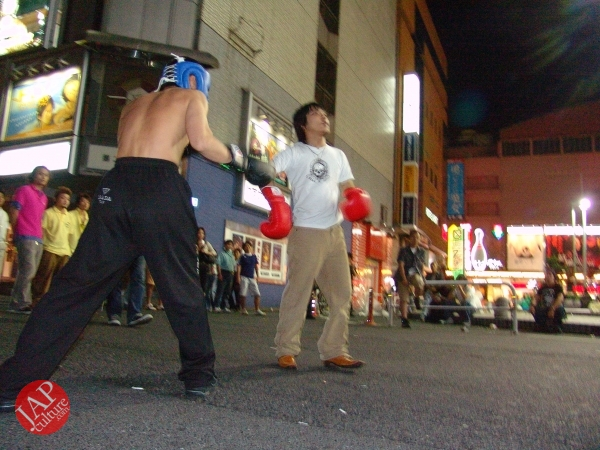 Exciting real street fight show at dangerous town, Kabukicho (35)