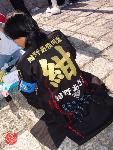 Otaku wearing Tokkoufuku scare people with mental disordering fearfulness. (13)