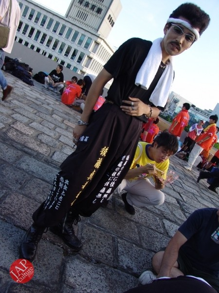 Otaku wearing Tokkoufuku scare people with mental disordering fearfulness. (1)