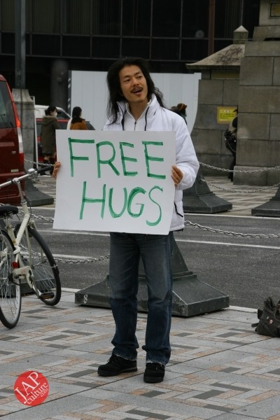 Free hugs struggle in Japan vol.1 Can we do it really smoothly and naturally? (5)