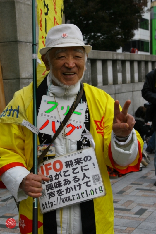 Photo of Free hugs struggle in Japan vol.2 Religion makes use of Free hugs? scary Raelian missionary