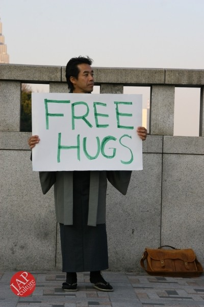 Free hugs struggle in Japan vol.1 Can we do it really smoothly and naturally? (1)