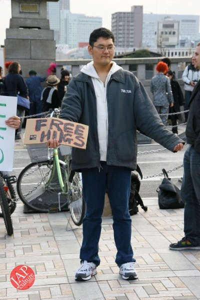 Photo of Free hugs struggle in Japan vol.1 Can we do it really smoothly and naturally?