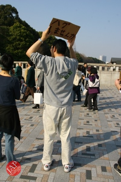 Free hugs struggle in Japan vol.1 Can we do it really smoothly and naturally? (13)