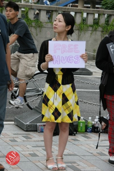Free hugs struggle in Japan vol.1 Can we do it really smoothly and naturally? (11)