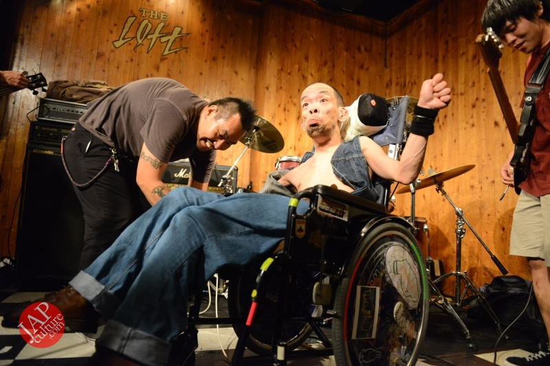 [True punk] Handicapped band, Noseimahi-go breaks barrier & fly with wheel chair (3)
