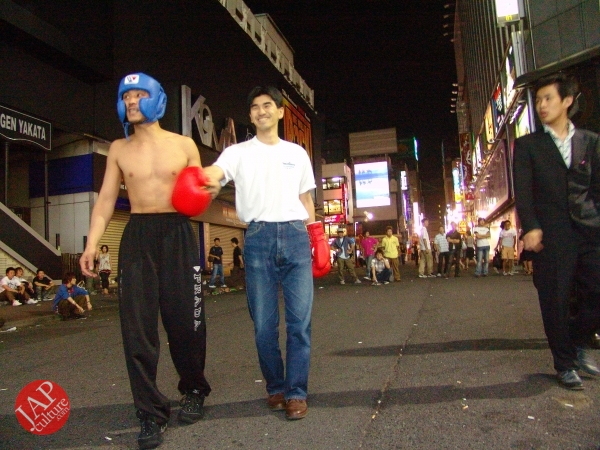 Exciting real street fight show at dangerous town, Kabukicho (32)