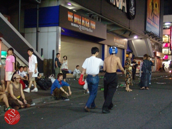 Exciting real street fight show at dangerous town, Kabukicho (31)