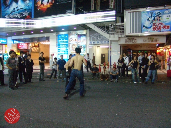 Exciting real street fight show at dangerous town, Kabukicho (27)