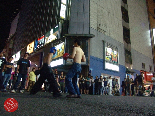 Exciting real street fight show at dangerous town, Kabukicho (23)