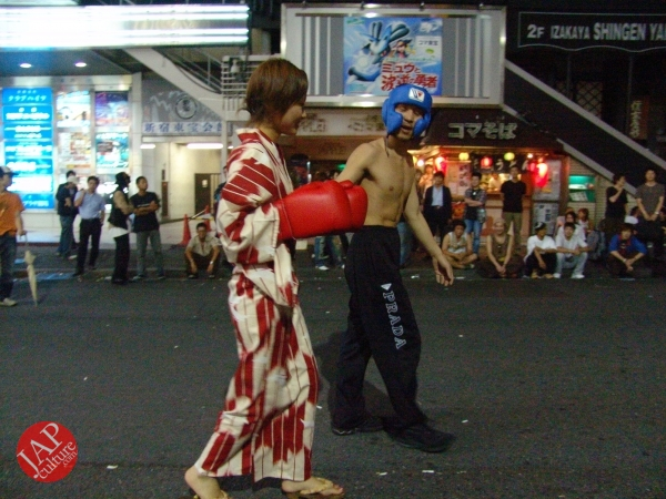Exciting real street fight show at dangerous town, Kabukicho (22)