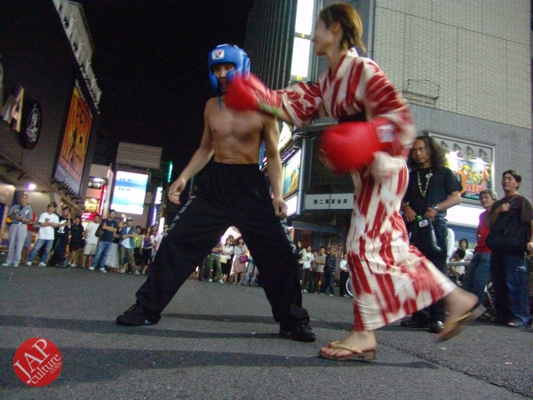 Exciting real street fight show at dangerous town, Kabukicho (20)