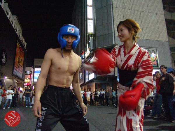 Exciting real street fight show at dangerous town, Kabukicho (19)