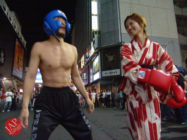 Exciting real street fight show at dangerous town, Kabukicho (18)