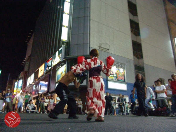 Exciting real street fight show at dangerous town, Kabukicho (15)