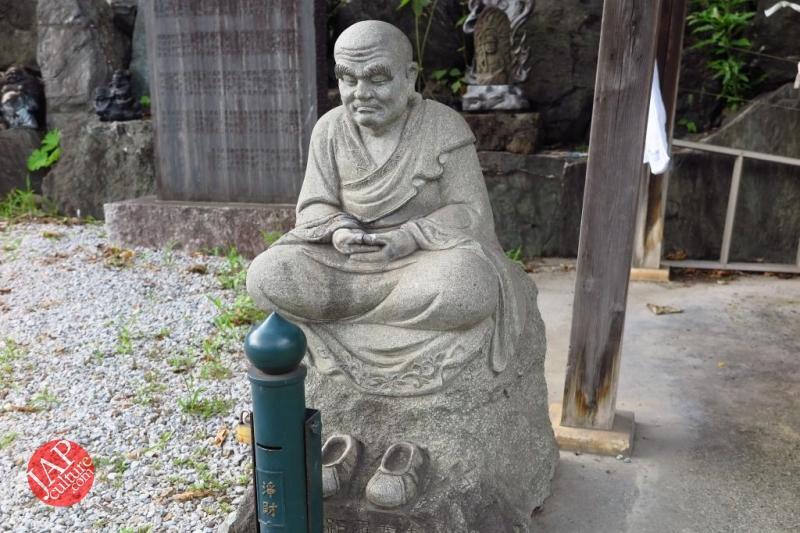 Nose-picking Buddha accept your prayer request with drunken Buddh0016